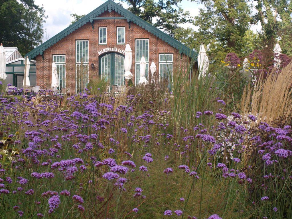 Gartengestaltung: Café der Gutsgärtnerei Sierhagen
