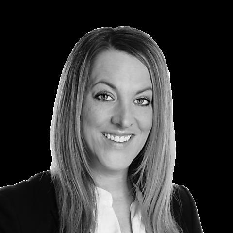 Carina Bradenstahl, Ihre Spezialistin für Versicherung und Ratenkredit, Hamburg