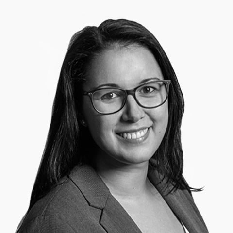 Claudia Falk, Ihre Spezialistin für Baufinanzierung und Ratenkredit, Dresden
