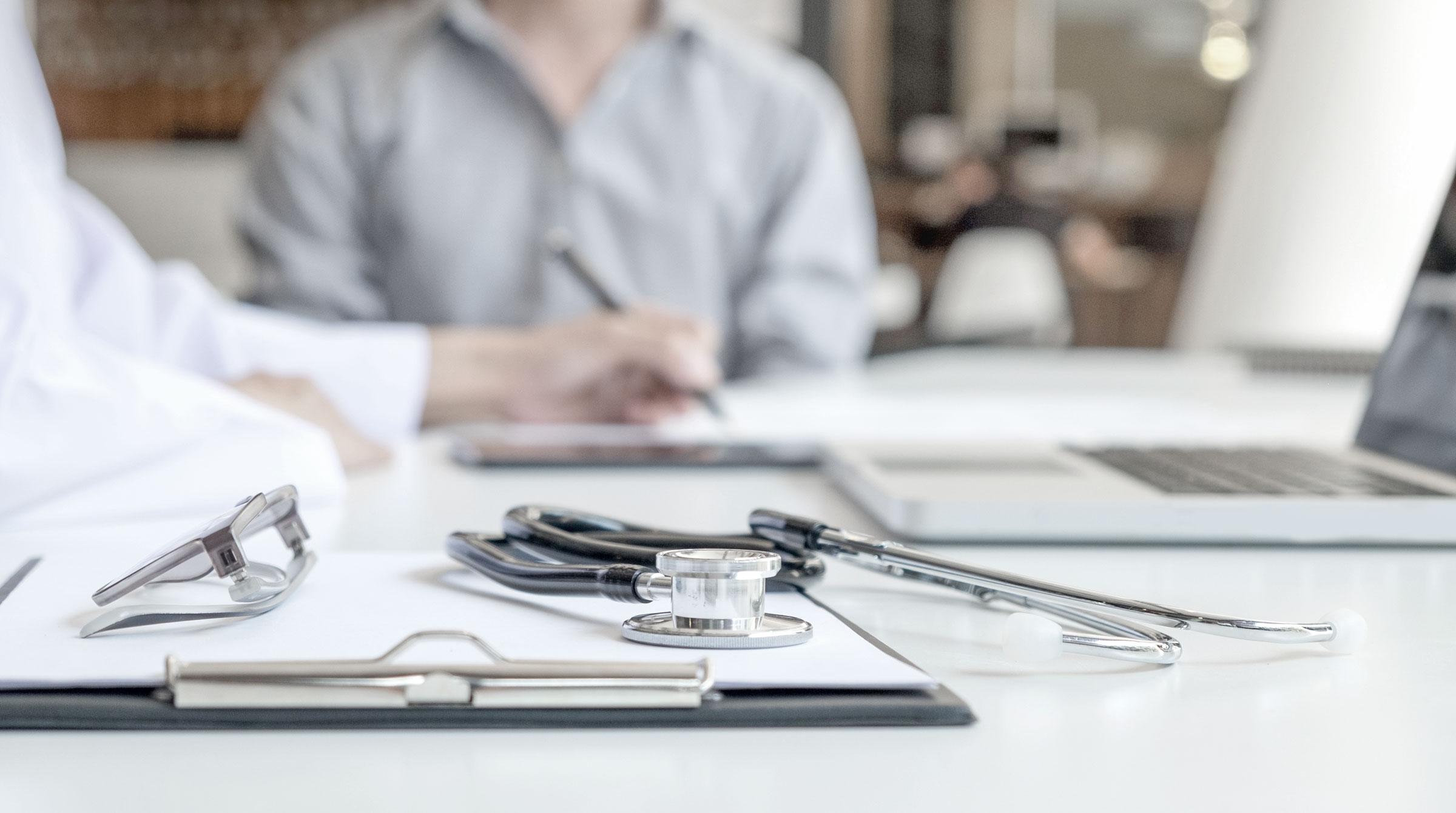 Die Krankenkassenbeiträge sinken: Wie Sie mit einem GKV Vergleich sparen können.